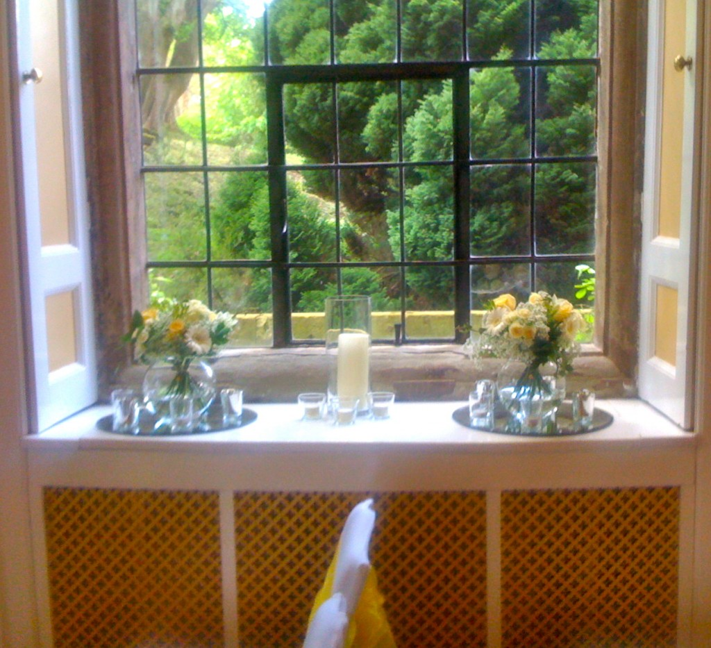 Yellow and White Table Posies