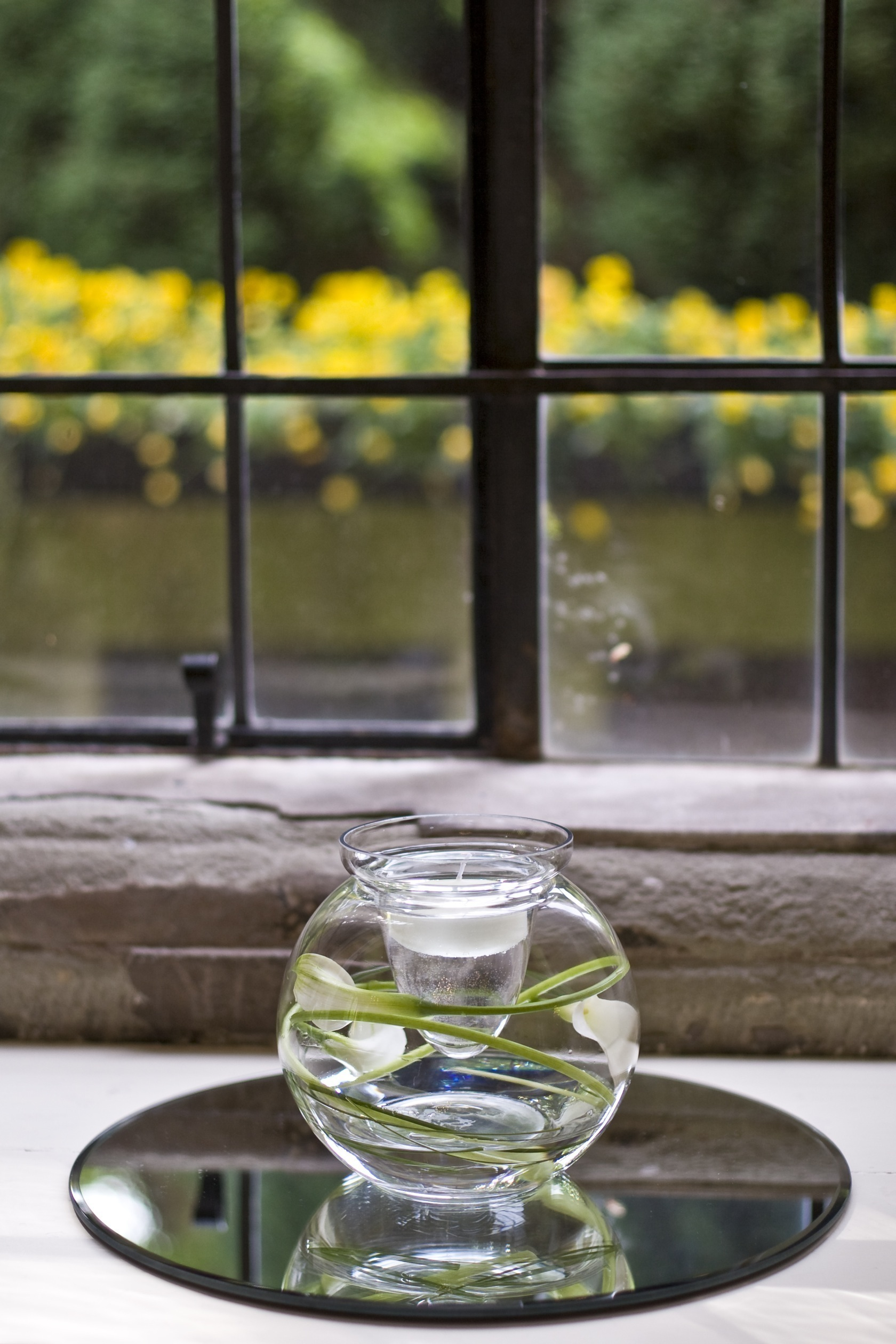 Calla Lily in Fishbowl Table Centre